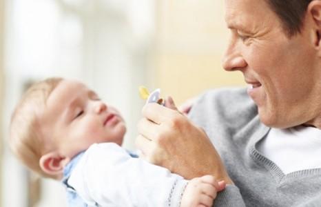Grija unui parinte pentru necesarul copilului