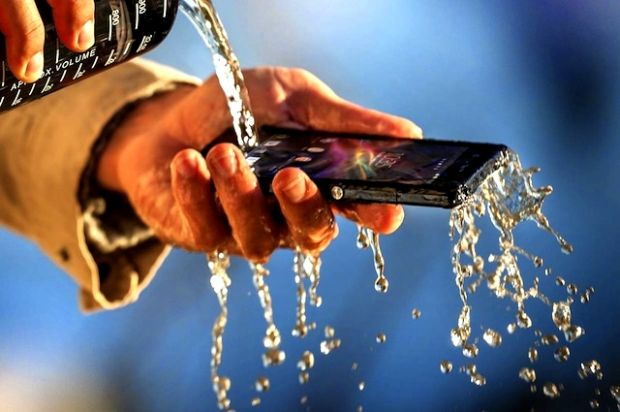 Cum iti salvezi telefonul dupa ce l-ai udat