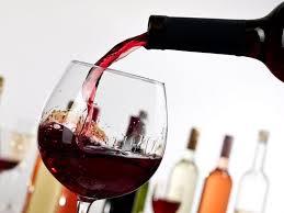 Cum scapi de petele de la vinul rosu