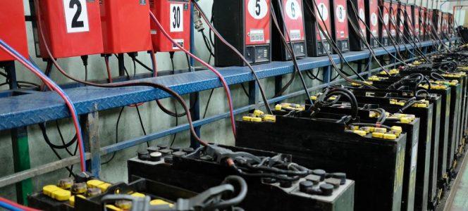 Despre bateriile stivuitoarelor – de ce nu le poti repara singur?