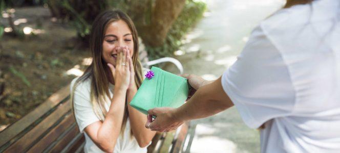 Un gest cu substrat simbolic – despre cadouri